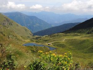 Widok na kolejne górskie jeziorko - Laghetto Dasdana.