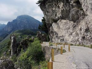 Trasa Anfo Maniva jest pozostałością wojskowej drogi jeszcze z czasów rzymskich i biegnie po zboczach Alp Bergamskich.