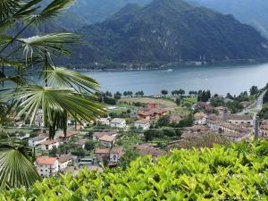 W końcu zjeżdżam z gór do miejscowości Anfo, a zarazem nad jezioro Lago d'Idro. Tu, na wysokości ok. 400 m, znów daje się we znaki upał!