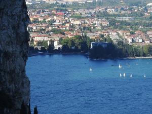 W dole miejscowość Riva del Garda.