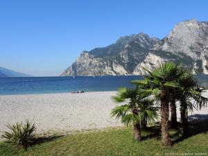 Kolejny, upalny dzień nad Lago di Garda. Dla ochłody trochę popływałem w jeziorze.