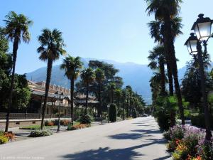 Droga Viale delle Palme, którą wjeżdżam do kolejnego miasta - Arco.