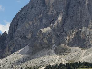 Sass de Pùtia (2875m) - widok z okolic przełęczy Passo delle Erbe (1987 m).