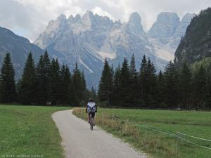 Szlak rowerowy z Cortiny d'Ampezzo do Dobbiaco został utworzony na trasie starej linii kolejki wąskotorowej.