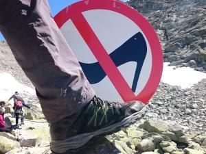 W górach obowiązuje odpowiednie obuwie :)