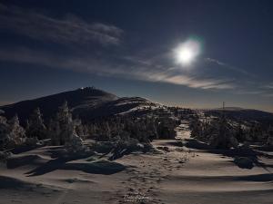 Księżyc nad Śnieżką