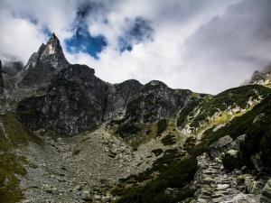 Mnich i droga na Szpiglasową Przełęcz