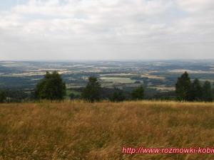 Panorama Pogórza Izerskiego z łąki nieopodal Skałek Miłości