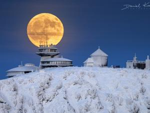 Księżyc na Śnieżce, grudzień 2019 r.