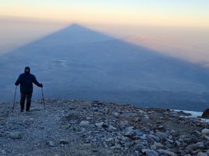 W cieniu góry