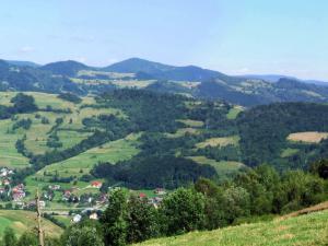 Wieś Głębokie, nad nią Cycówka