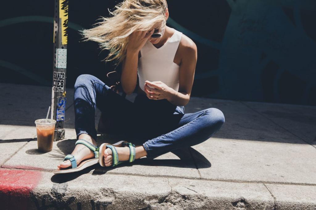 Poczuj moc słońca w kolorowych sandałach – Teva prezentuje