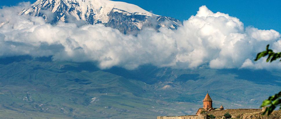 Klasztor Khor Virap z górą Ararat w tle
