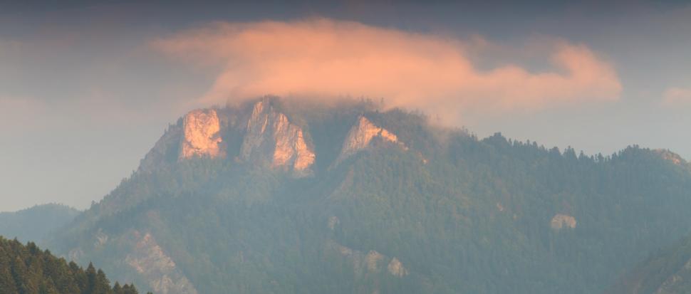 Trzy Korony w słońcu poranka