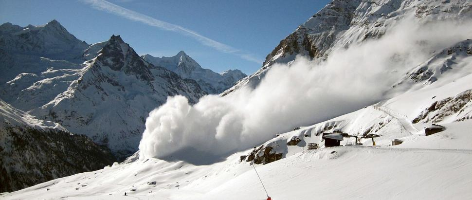 1280px-avalanche_zinal.jpg