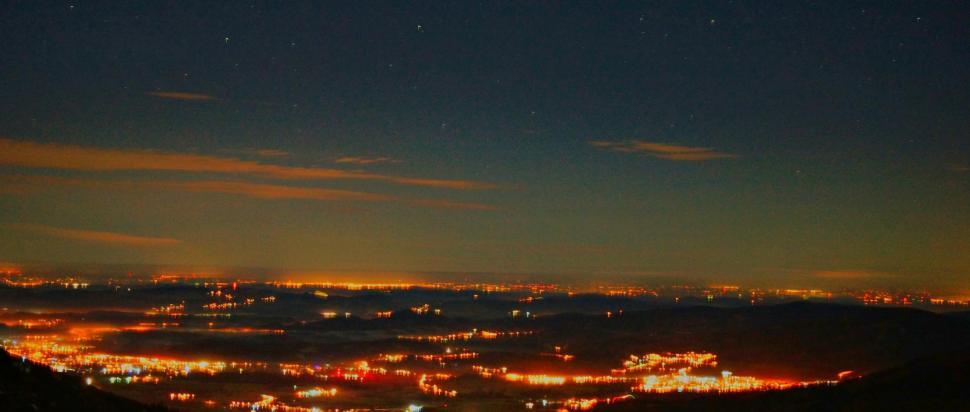 Widok z Domu Śląskiego na Karpacz nocą