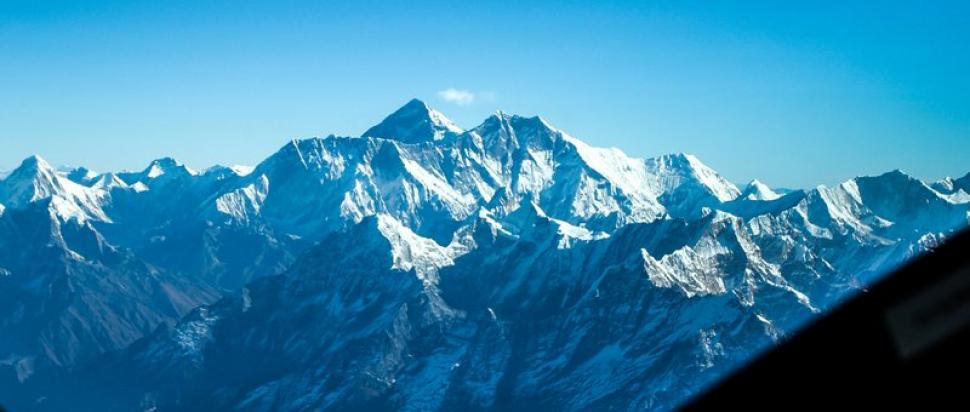 Lot nad Himalajami