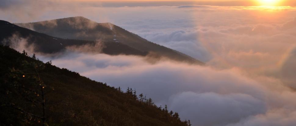 Powyżej chmur wystawał jedynie szczyt Diablaka i Cyla
