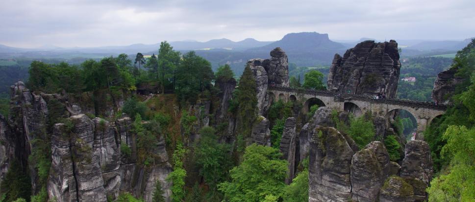 Bastei - skały nad rzeką