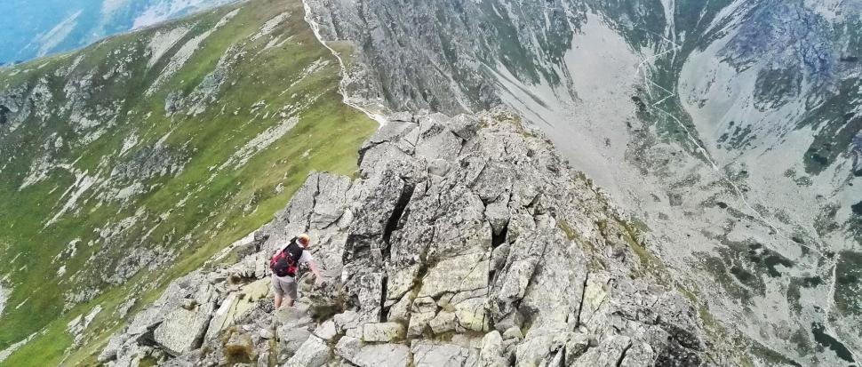 Widok z Rohacza Płaczliwego na Smutną Przełęcz