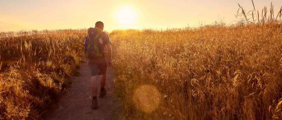 Jak na prawdziwych turystów przystało, idziemy w stronę zachodzącego słońca