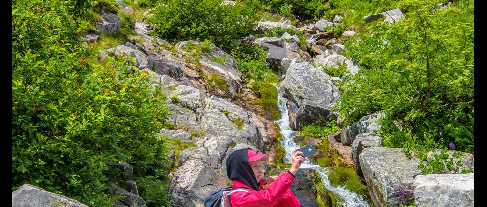 Seffi nad wodospadem Łomniczki.