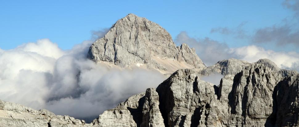 Jedno z moich ulubionych zdjęć z tego wypadu. Triglav z chmurą.