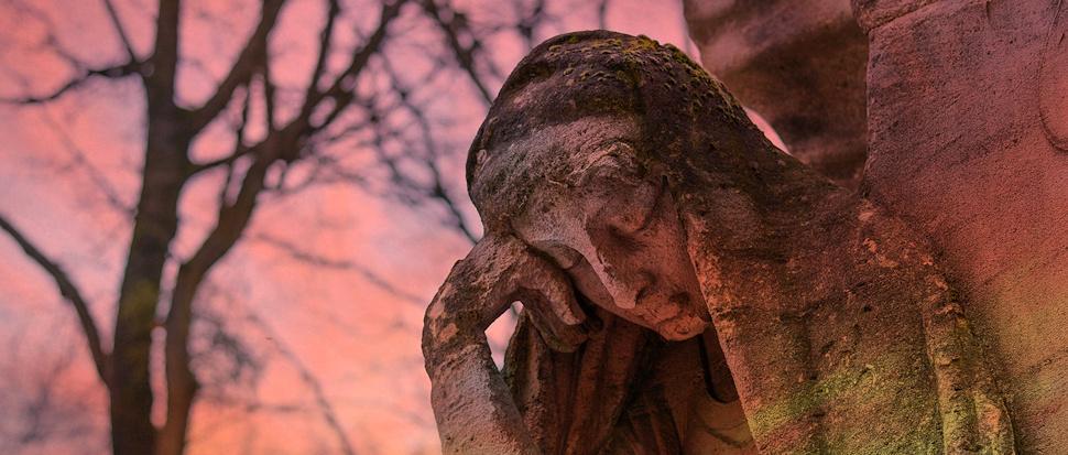 Rzeźba na cmentarzu