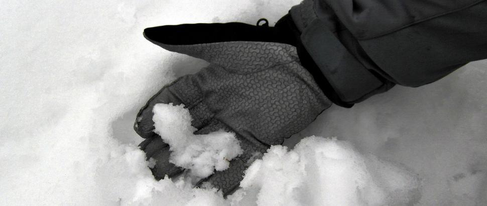 Marmot XT Glove w śniegu